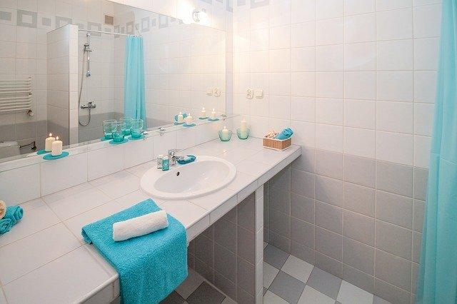 Jak zaaranżować oświetlenie łazienkowe nad lustrem?