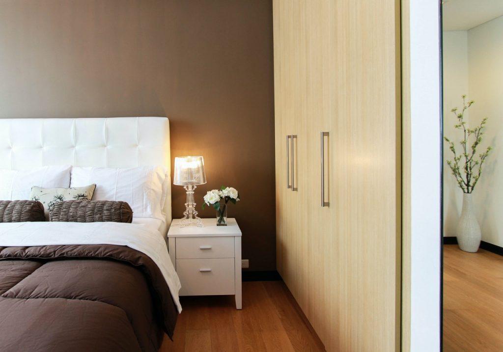 Za katero spalnico so primerne oblazinjene postelje?