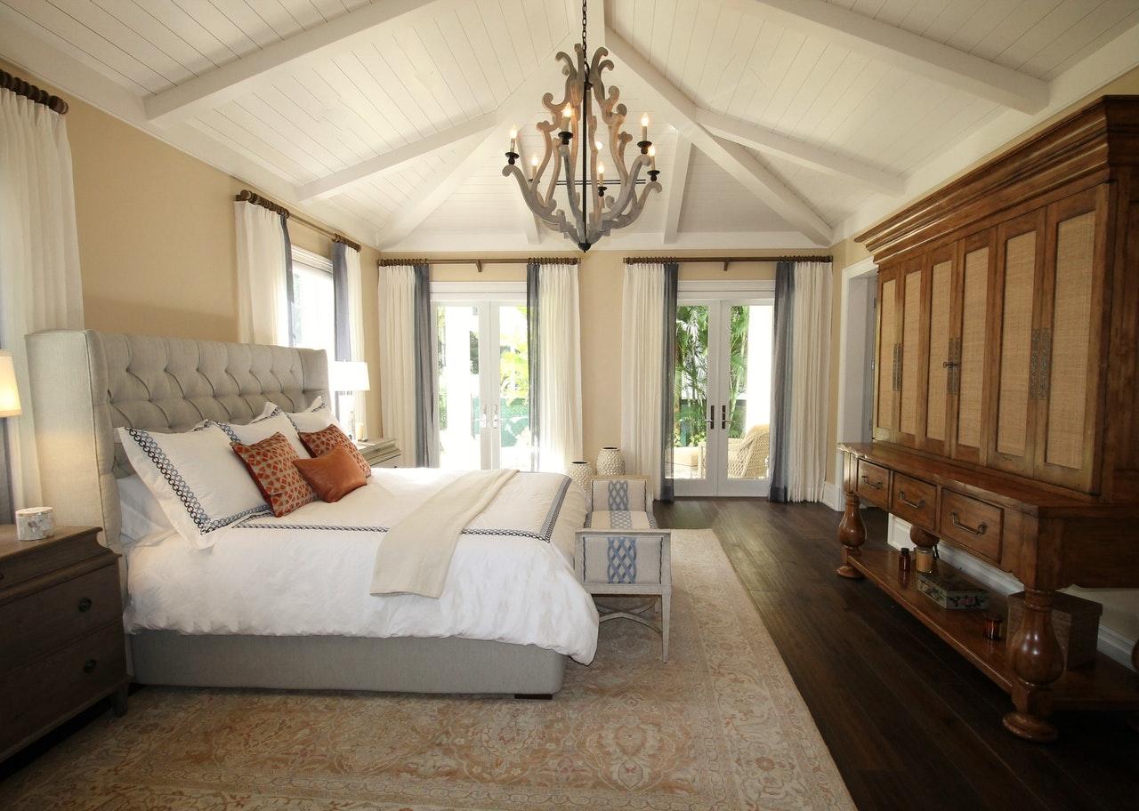 Kam se prilegajo oblazinjene postelje?